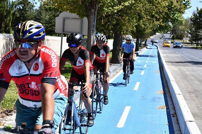 Bisiklet tutkunlarının beklediği 'Mavi Yol' açıldı