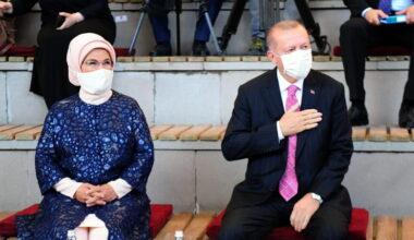 Cumhurbaşkanı Erdoğan Mamak'ta güllerle karşılandı