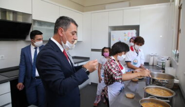 Gölbaşı'nın öğrencileri aşure için mutfakta buluştu