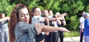 Mamaklı kadınlardan sosyal mesafeli spor