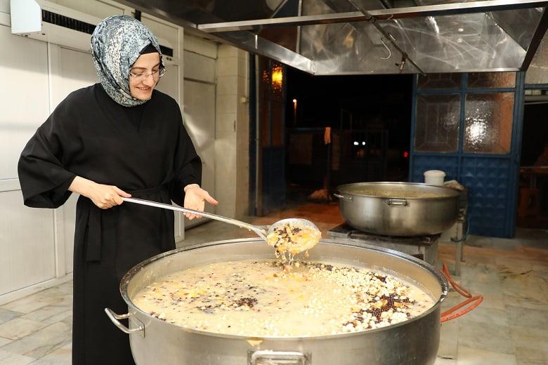 Akyurt'ta sağlık çalışanlarına aşure
