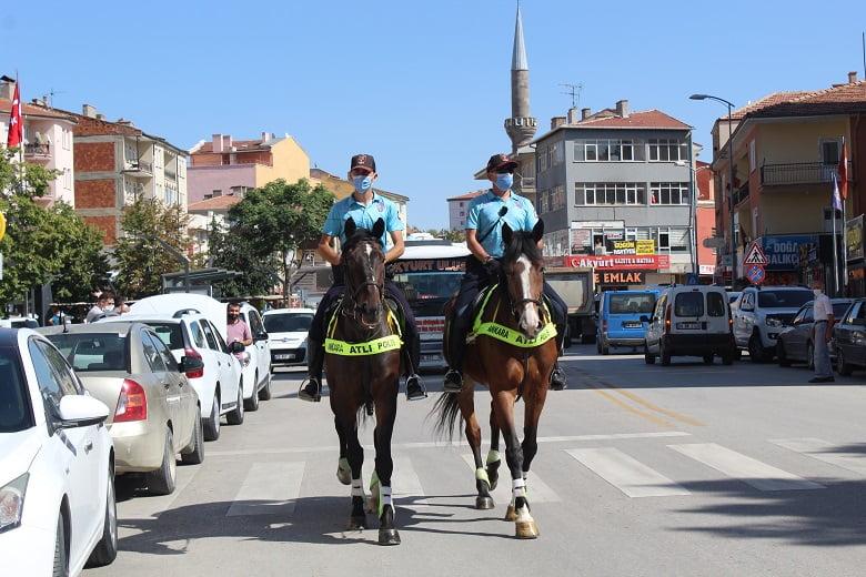 Polis atlı birlikleri Akyurt sokaklarında