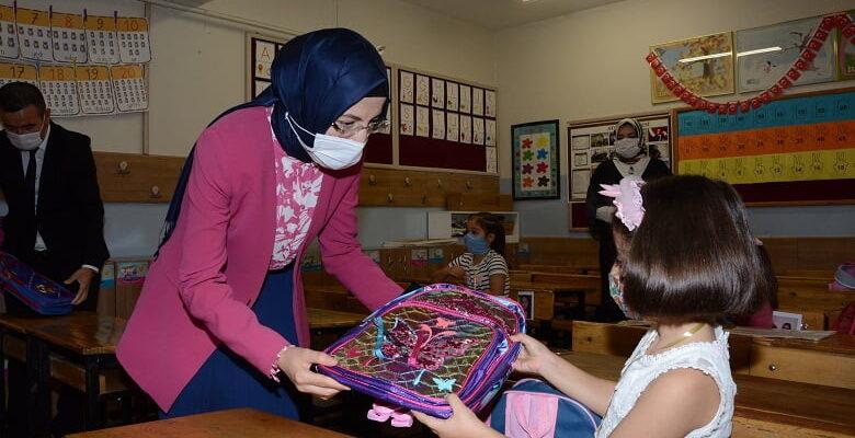 Başkan Ayık, minik öğrencilerin okul heyecanına ortak oldu
