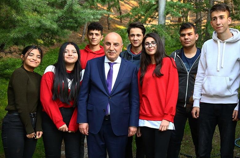Altınok'tan üniversite öğrencilere burs müjdesi