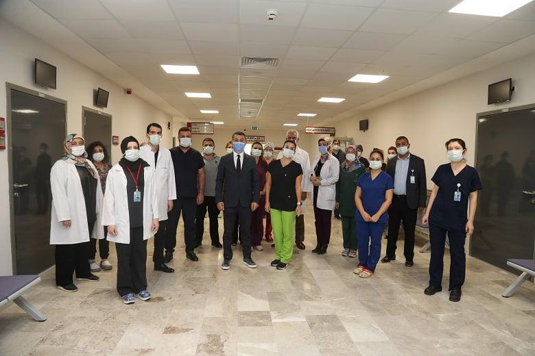 Başkan Şimşek'ten sağlık çalışanlarına anlamlı ziyaret