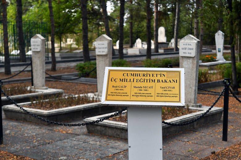 Başkan Yavaş'tan devlet büyüklerimizin mezarlarına vefa