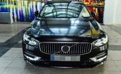 Büyükşehir'de lüks araçların satışı devam ediyor