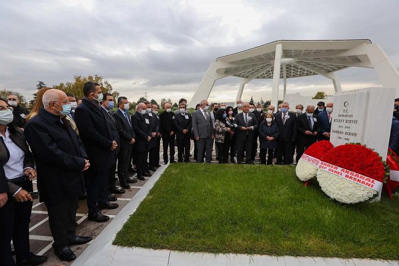 Başkan Yaşar, Karaoğlan'ı kabri başında andı