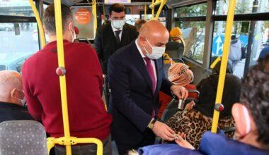 Altınok EGO otobüsünde hem TMM uyarısı yaptı hem de dezenfektan dağıttı