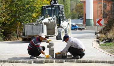 Yollar asfaltlandı köyler kilit taşıyla örüldü