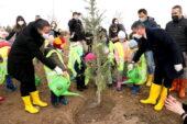 Gölbaşı Belediyesi bin fidanı toprakla buluşturdu