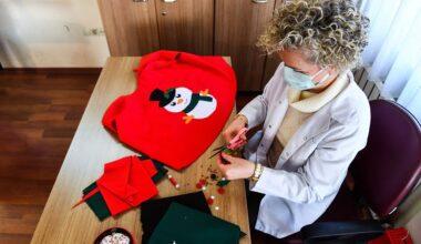 BELMEK eğitmenlerinden lösemili çocuklara el emeği göz nuru yılbaşı kıyafeti