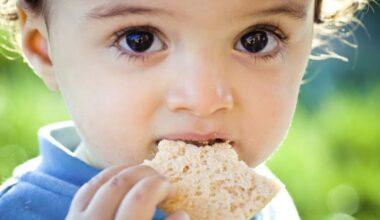 Bebeğinizi bırakın kendisi yesin!