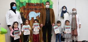 Başkan Ertuğrul Çetin minik öğrencilerin karne heyecanına ortak oldu