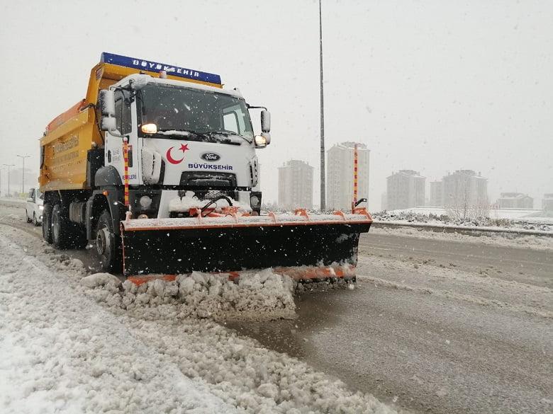 Türkiye'de bir ilk: Mansur Yavaş karla mücadele çalışmalarını canlı konum ve güzergahlarıyla yayınladı