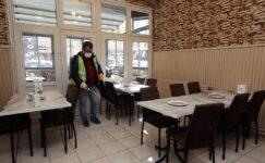 Kafe ve restoranlar dezenfekte ediliyor