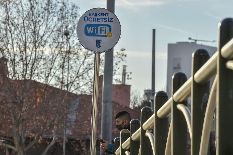 Ankara'da internet insan hakkı: Meydanlarda ücretsiz internet büyük ilgi görüyor