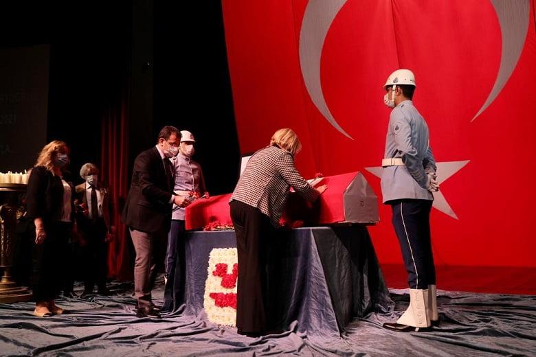 İmamoğlu: Tiyatro sanatımızdaki öncü rolleri unutulmayacaktır