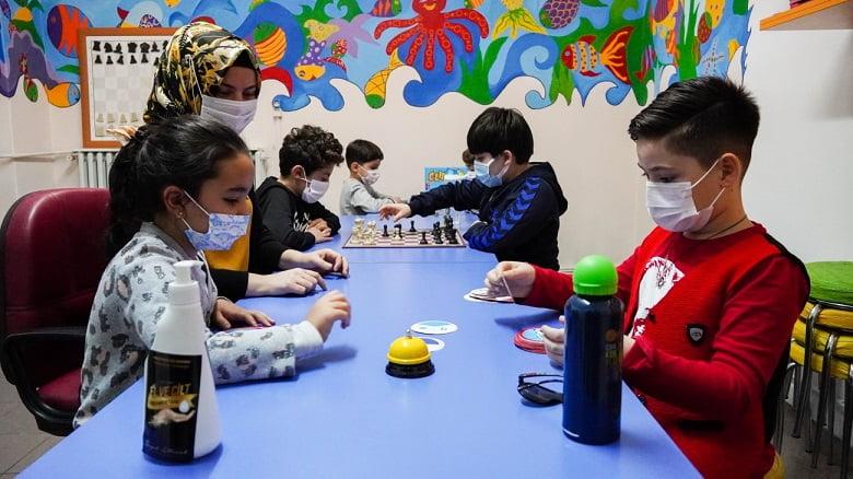 Keçiörenli minikler Çocuk Eğitim Merkezi'nde bilimle büyüyor