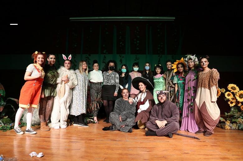 Yenimahalle'nin kreş öğretmenleri tiyatro sahnesinde