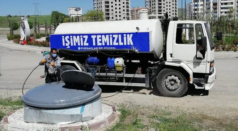 Pursaklar'da Çöp Konteynerlerine Özel Temizlik