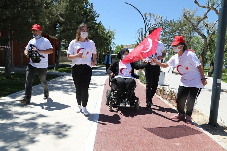 UYUM'un Gençlerinden 19 Mayıs'a Özel Bayraklı Gösteri
