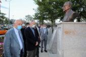 Başkan Yaşar ve Karayalçın yenilenen meydanı inceledi