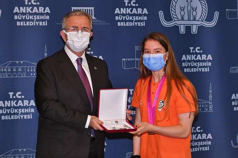 Dünya Şampiyonu Ayşe Begüm Onbaşı'ndan Başkan Yavaş'a Ziyaret