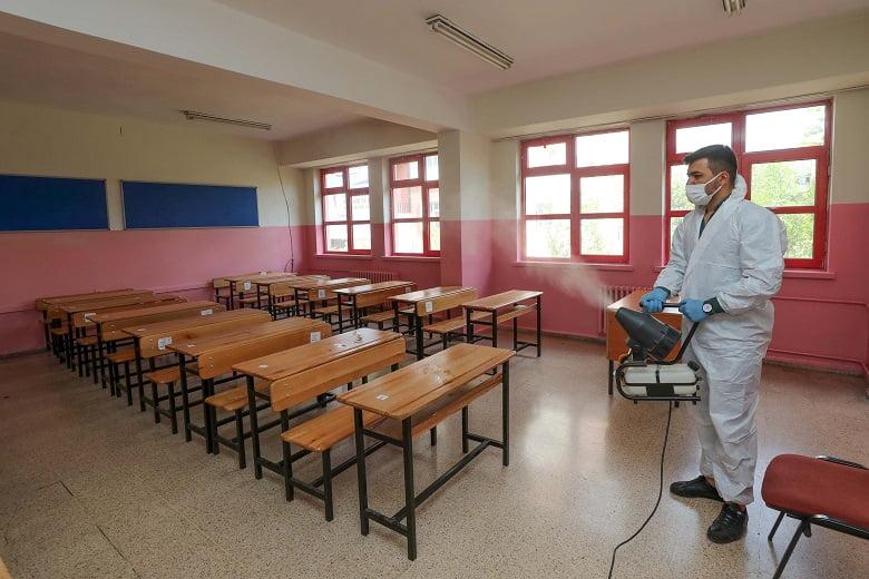 Yenimahalle'de LGS öncesi okullar dezenfekte ediliyor