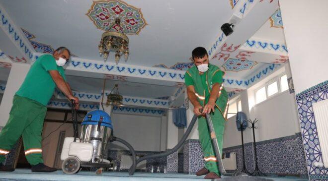 Çankaya'da bayram öncesi cami temizliği