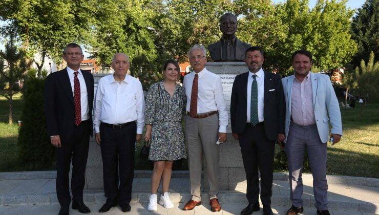 CHP'nin kurmayları Karayalçın Kent Meydanı'nı gezdi