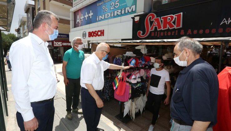Başkan Yaşar, yeniden kepenk açan esnafı ziyaret etti
