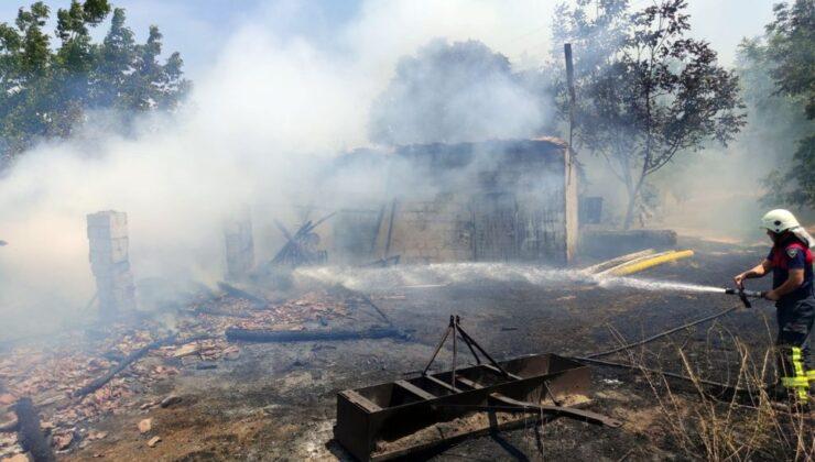 Aydın Koçarlı'daki metruk ev yangını araziye sıçradı
