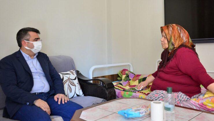 Bursa Yıldırım'da Münevver Teyze'ye bayramlık ziyaret