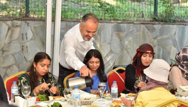 Bursa'da yabancı öğrencilerle bayram kahvaltısı