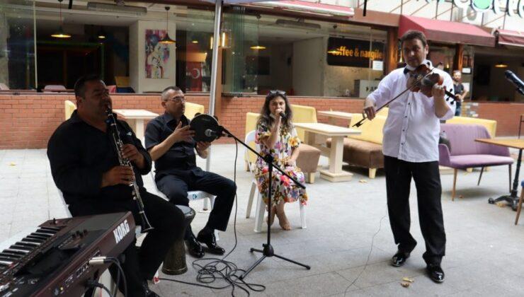 İzmit'te sokakta müzik bayramda da sürüyor