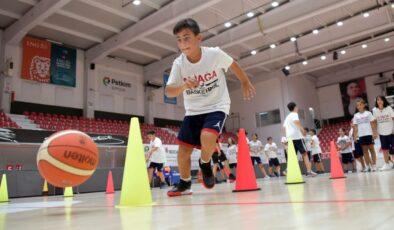 Geleceğin basketbolcuları İzmir Aliağa'da yetişiyor