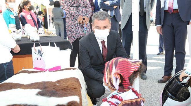 Gölbaşı Belediye Başkanı Şimşek'ten çocuklara süt sürprizi