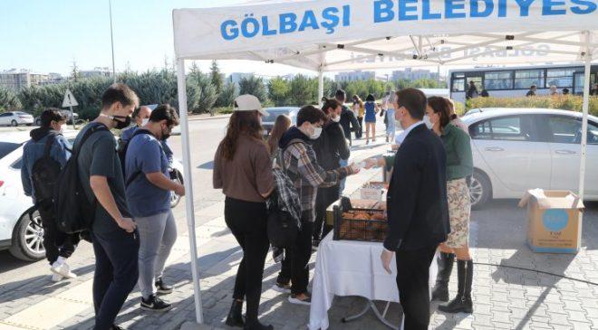 Başkanı Ramazan Şimşek'ten gençlere çay ve poğaça ikramı