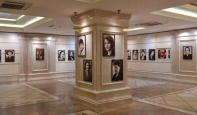 'Cumhuriyetimizin Öncü Kadınları' fotoğraf sergisi Başkentlilerle buluştu