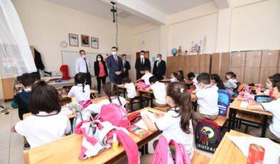 Pursaklar'da Kitaplar Devletten Kırtasiyeler Belediye'den