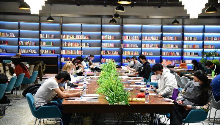 Mamaklı gençler kütüphaneleri tercih ediyor