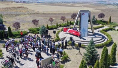 300 Bisikletçi Kale'de Dalgalanan Bayrağı Anadolu OSB'ye taşıdı