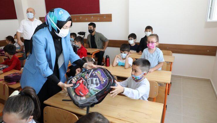 Akyurt'un yeni okulunda ilk ders zili çaldı