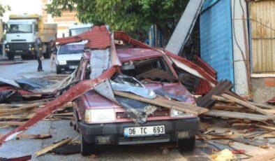 Akyurt'ta şiddetli rüzgar maddi hasara yol açtı
