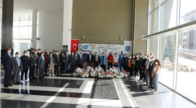 Akyurt Belediyesi'nden okullara destek sürüyor
