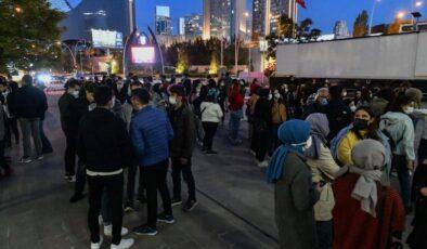 Büyükşehir Belediyesinden yurt ve otellere yerleştirilen öğrencilere konser sürprizi