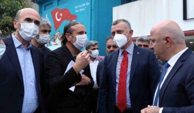 Kocaeli Büyükşehir Belediye Başkanı Büyükakın, esnafla bir araya geldi