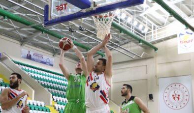 Manisalı dev adamlar Bursa'da Finalspor'a mağlup oldu